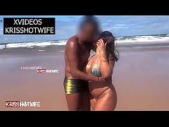 Kriss Hotwife Aos Beijos e Amassos Na Praia Com Realizador Baiano