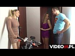 Polskie porno - Dwie przyjació\u0142ki kupuj\u0105 rower ...