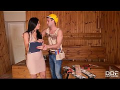 Handyman licks & bangs leggy babe Kira Queen's ...