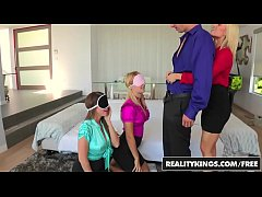 CFNM 4some with (Ash Hollywood, Natalia Starr, ...