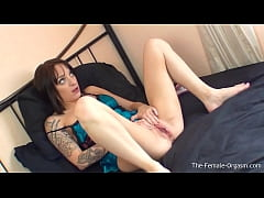 Paige Fox Has An Incredible Strong Twitching Pu...