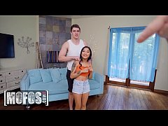 Amateur spinner asian (Avery Black) takes big c...