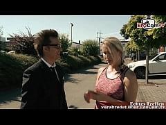 Deutsche blonde milf flirtet mit mann und verfü...