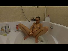 19 yers old stunning college babe shower spy ca...