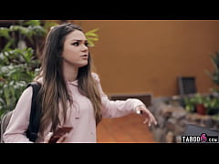 Teen tourist Athena Faris trapped in an Airbnb ...