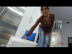 Exotic Ella Knox is smoking hot playing with he...