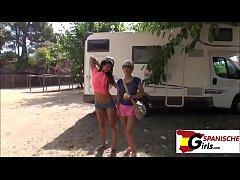 Mutter und Tochter beim Campen Durchgefickt