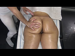 Masseur Touches the Massage Client's Big Booty with his Cock then Fingering her Pussy and She Said Nothing!