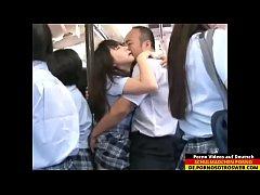 Japanisches Schulmädchen wird gefickt