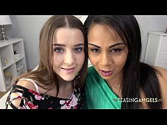 Isabella and Sybil tempt you with their blowjob...