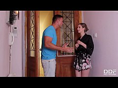 Sultry Italian Stella Cox gives her neighbor th...
