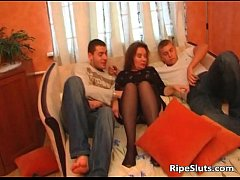 Hot mature brunette gets mouth and wet