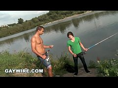 GAYWIRE - Euro Hunk Dee Pop's Virgin Justin's A...