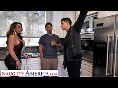 Naughty America Richelle Ryan soaps up with fri...