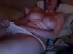 mujer-masturbandose-viendo-porno-de-freex-regular