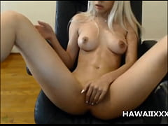 Hot Hawaiian Babe Squirts on Cam