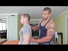 GAYWIRE - Muscle Hunk Robert Axel Gives Drew Da...
