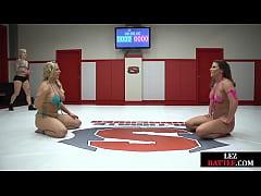 Wrestling bikini dykes fingering before strapon