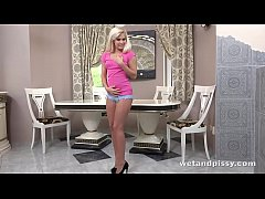 Exclusive - Candee Delicious drinks her own piss