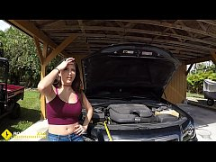 Roadside - Latina wife has sex with her mechani...