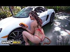 BANGBROS - Kelsi Monroe Twerks Her Big Ass Whil...