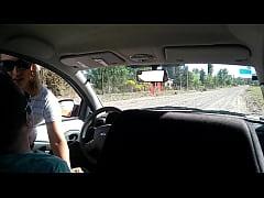 Joven desconocida me masturba en mi auto en la ...