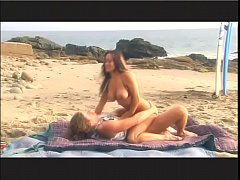Surfer slut Asia has oral sex on beach then fucks