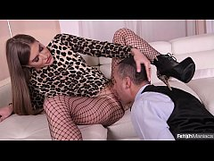 Fetish dominatrix Sarah Sultry wanks her subby for a cumshot in her coffee