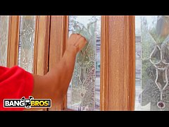 BANGBROS - Magnum Size Pizza Delivery For Petit...