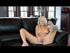 Lonely & Horny MILF squirts