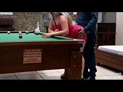 Loira Fodendo na mesa de bilhar  (Vídeo Complet...