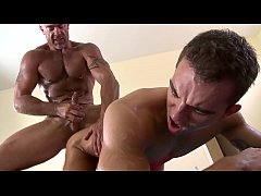 GAYWIRE - Trace Michaels Covers Dylan Hauser Wi...