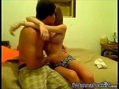 thumb jeune couple au  lit