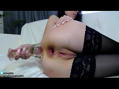 TEENY GIRL FIRST TIME INSERT BIG GLASS BALL PLUG IN LITTLE ASS AND GAPE chaturbate.com/sexykiska