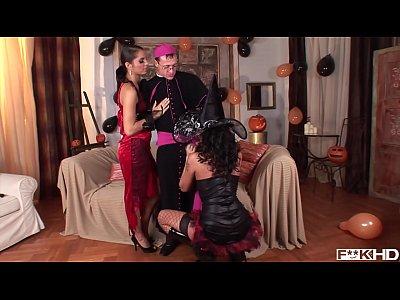 Simony Diamond & Lucy Belle Fuck a Priest & rui...