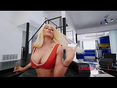 Big butt slut Luna Star gets her pussy & asshole crammed in anal threesome
