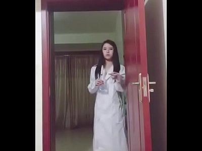 病人想操逼小美女护士