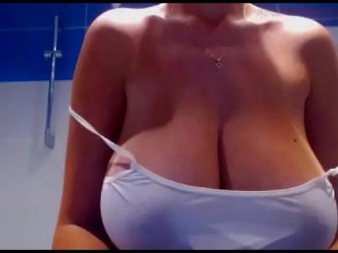Big natural tits brunette