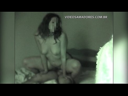 Homem camufla câmera e aciona visão noturna para filmar sexo com a namorada