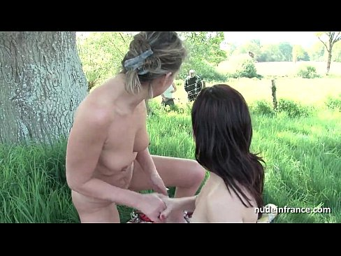 French mom teaching teen in foursome with Papy Voyeur outdoor