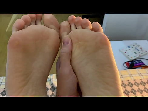 Tink Meow's girlfriend's feet-2