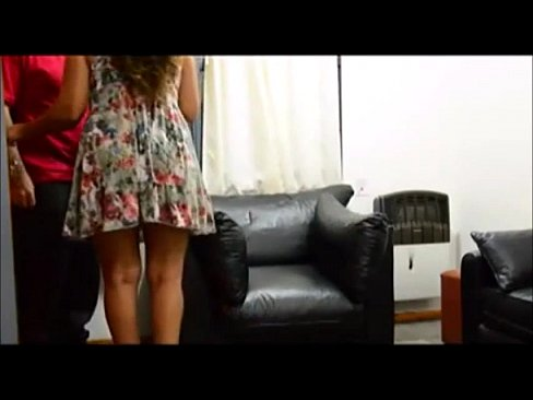 Daring girl - Paying the delivery man