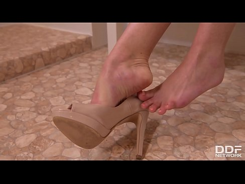 Striptease by sexpot Sicilia in the AM leads to footjob with sexy teen
