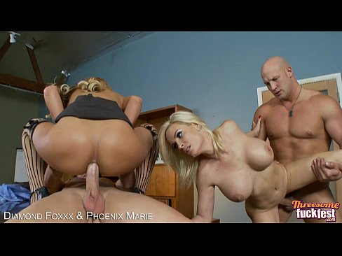 Busty bi Diamond Foxxx & Phoenix Marie in foursome