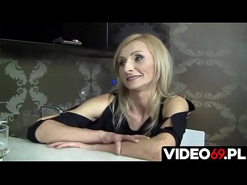Polskie porno - Nauczycielka i uczeń wylądowali w sypialni, gdzie dali upust swoim namiętnościom