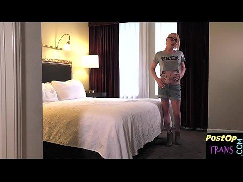 Newbie tgirl fucks her new pussy with dildo