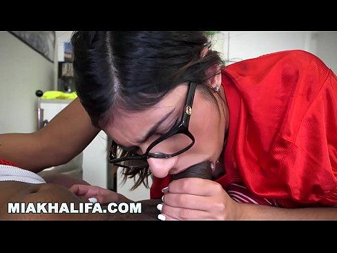 MIA KHALIFA - Deepthroating A Big Black Cock (Loop)