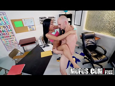 Mofos - Mofos B Sides - Piledriver for Student Hottie starring  Vivianna Mulino