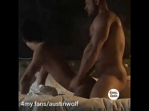 Austin Wolf fucked the delivery guy and uploaded the video on 4my.fans/austinwolf