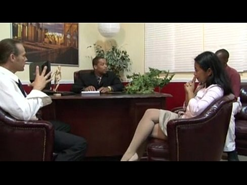 Секс видеороликах на улице ебут азиаток во все щели